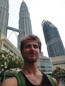 Vor den Petronas