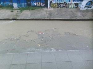 Müll im Kanal in Kuala Lumpur