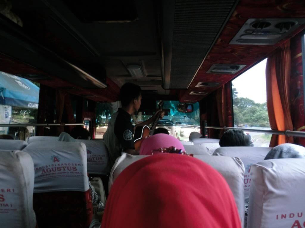 Busfahrt nach Garut