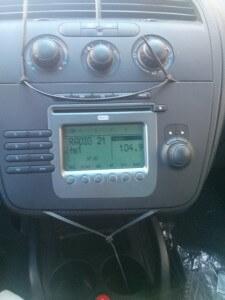 Radio Ausbau mit Kabelbindern